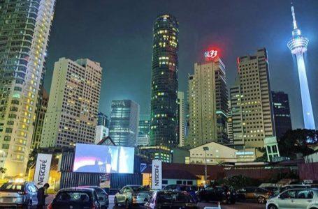 Feeling Macam Kat 'Overseas'! Tengok Wayang Dalam Kereta Weh!