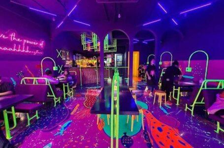 Makan Laksa Dalam Kafe Glow In The Dark, Barulah Onz!
